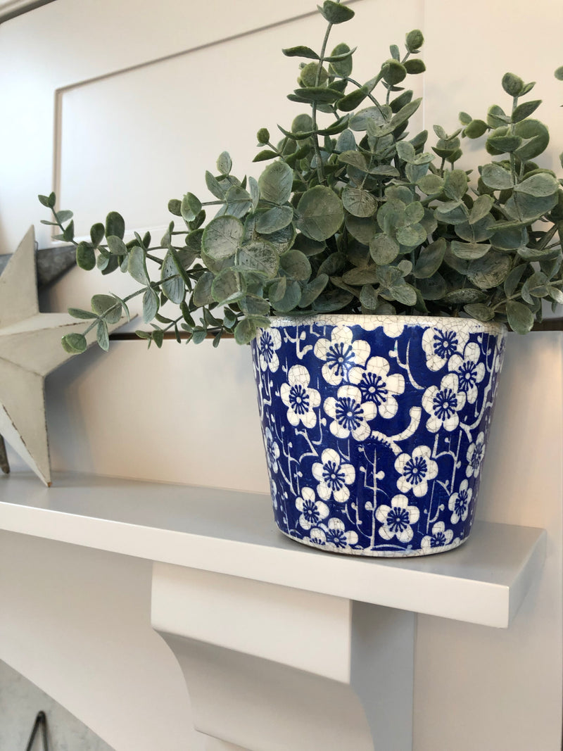 Large bucket planter cream