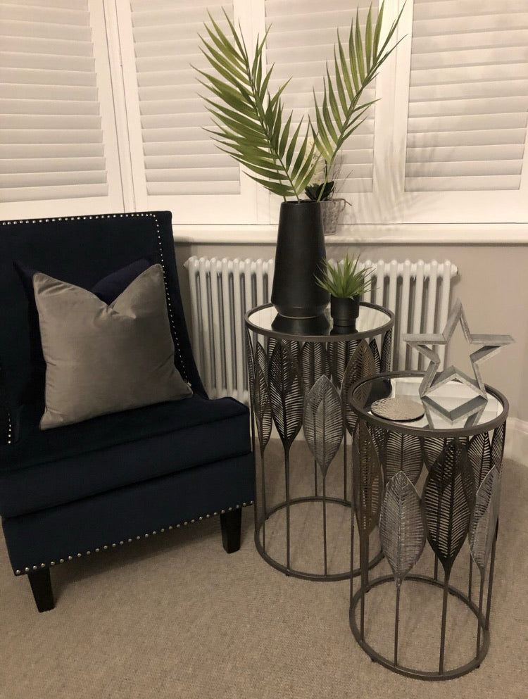 Small leaf side table