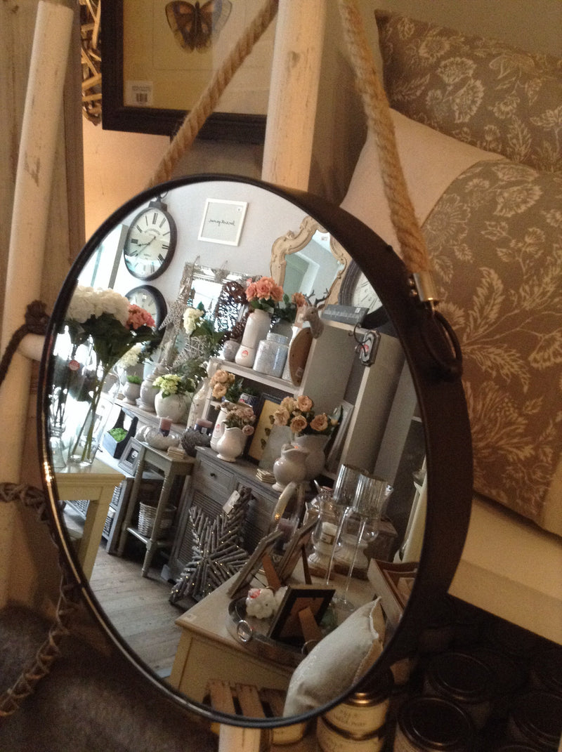 Round mirror with rope handle