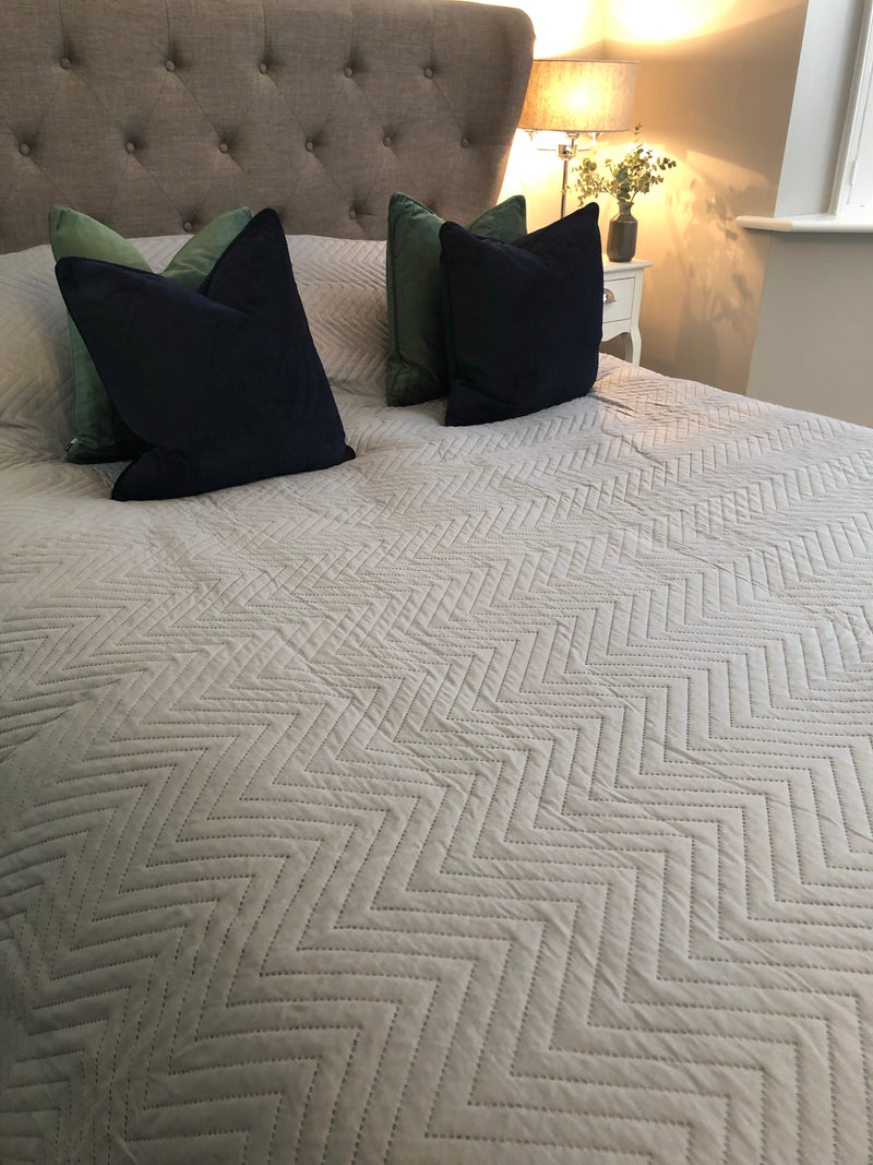 Light grey king size bedspread quilt 260cm by 240cm