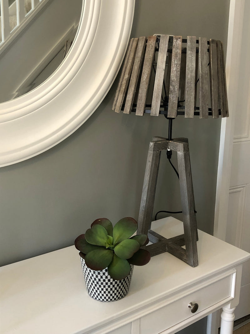 Wooden slatted shade table lamp