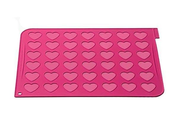Macaron Mat with 24 piping bags - Hearts