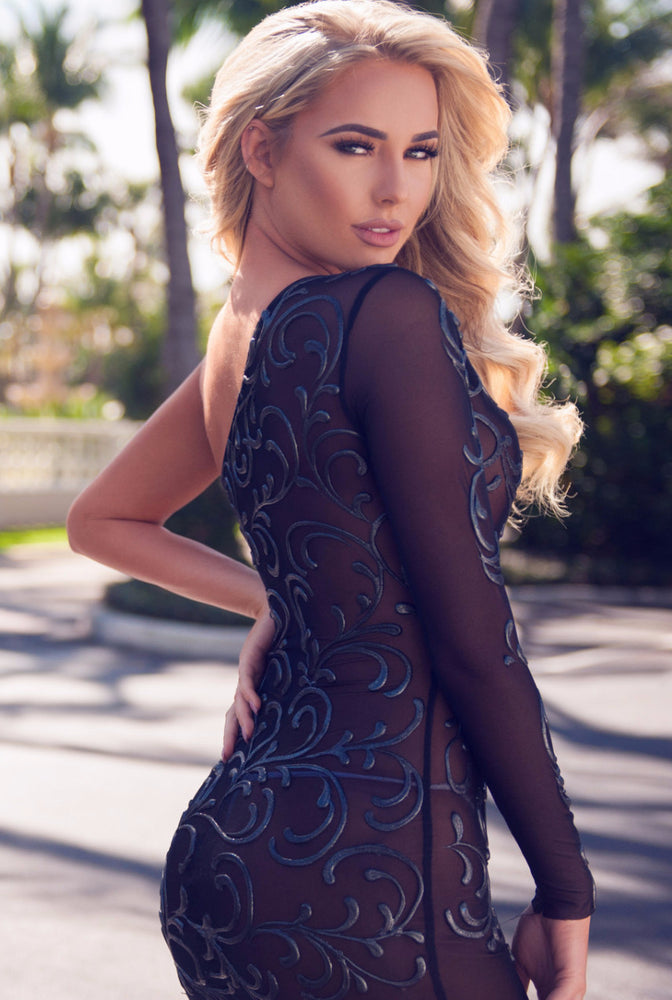 GABRIELLA GOWN IN BLACK