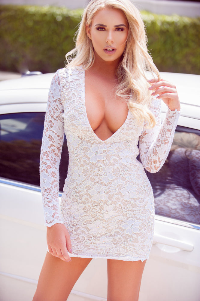 DIVING DEEP LACE DRESS IN WHITE
