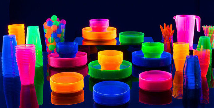 glow in the dark plates, cups and straws