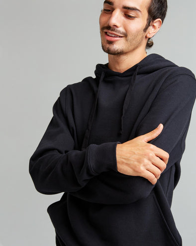 RICHER POORER MEN'S RECYCLED FLEECE PULLOVER HOODIE - BLACK