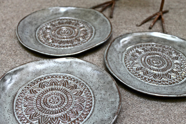 Set of 4 Dessert Plates in Steal Brown