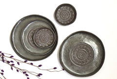 Serving Set Plates in Dark Grey and Brown