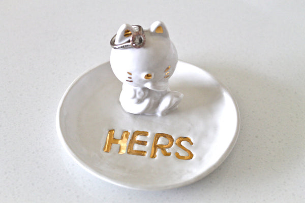 Handmade Ceramic Cat Ring Dish - Porcelain Cat Ring Holder - Pottery Ring Dish 22k gold - Cat Pottery - Cat Home decor - Cat figurine