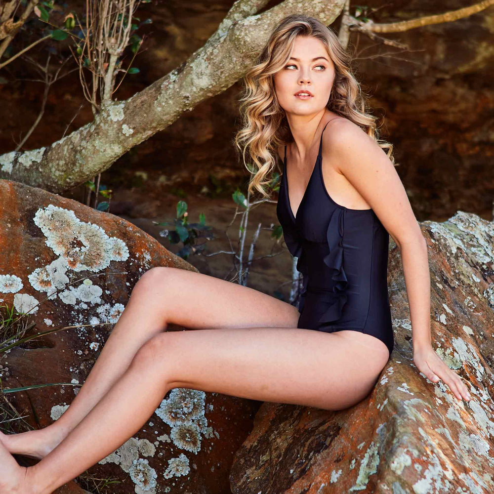 2019_summer_4_arianna-one-piece-black-swimwear_contessa-volpi