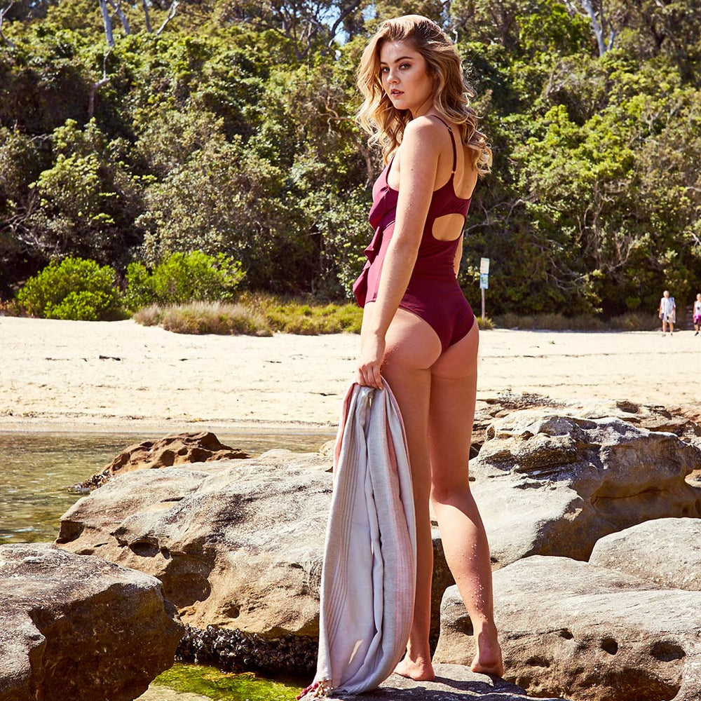 2019_summer_7_arianna-one-piece-aubergine-swimwear_contessa-volpi