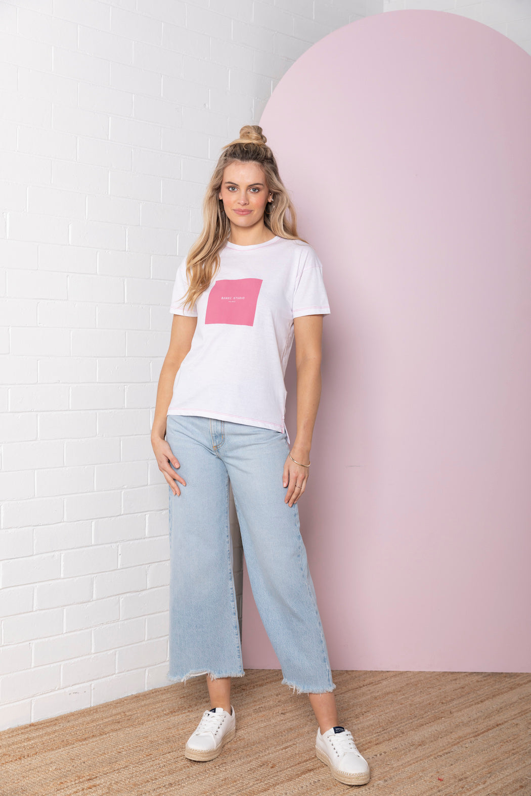 Square Logo T-shirt - white with hot pink