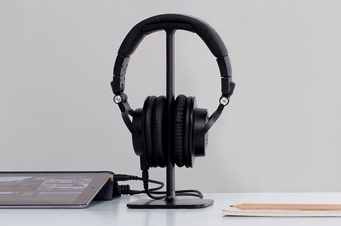 Posto is a universal stand for all headphones