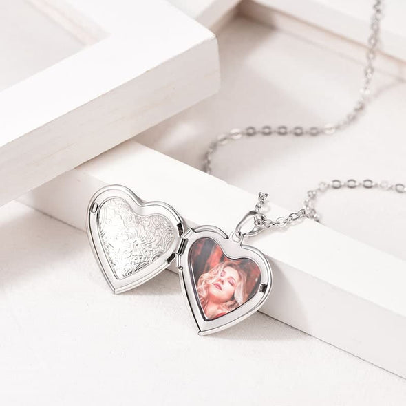 Classic Handmade Floral Patterned Heart shaped Locket Necklace Custom Photo Personalize Engraving Locket Pendant Necklace Gift For Women