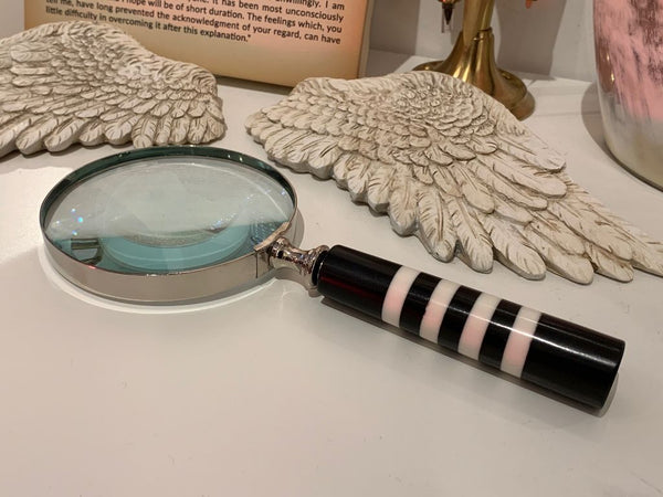 Magnifying Glass - Black & White Patterned Handle - Alice In Wonderland