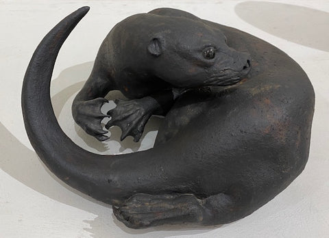 Jeremy James 'Curling Otter' 14cms H ceramic