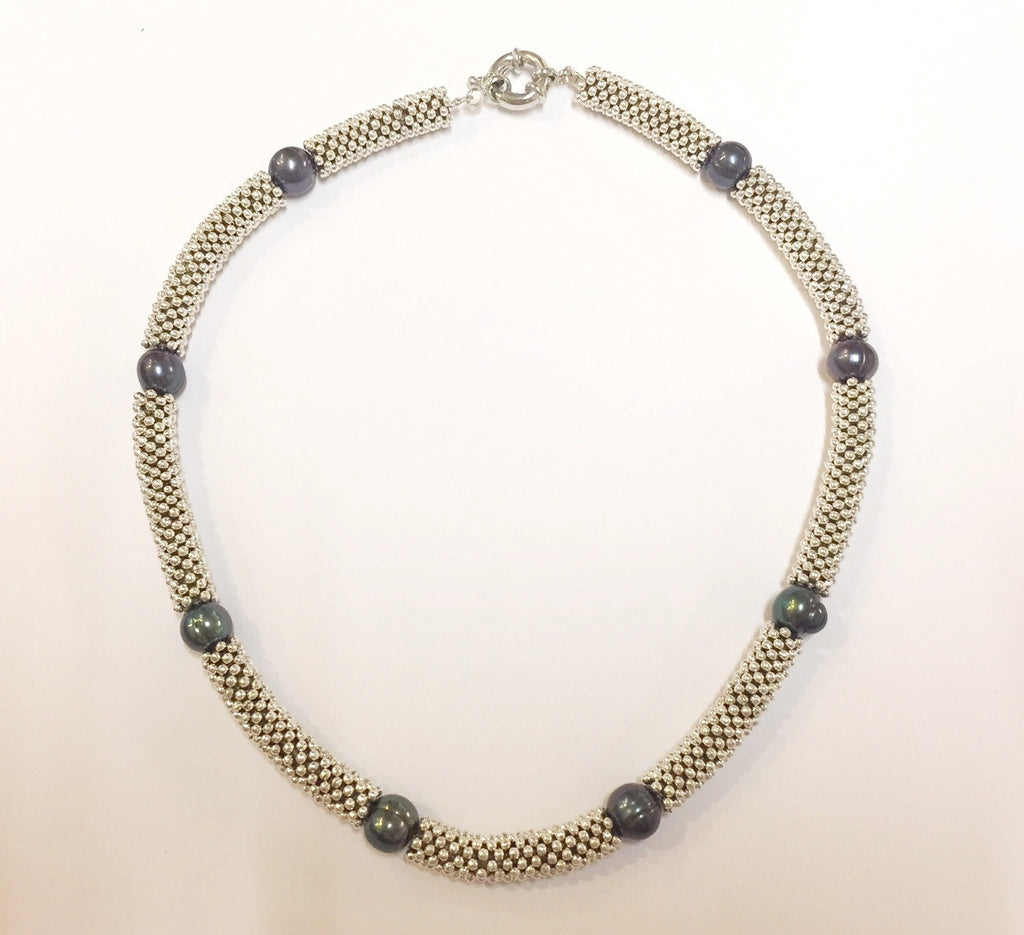 Black pearl and link necklace