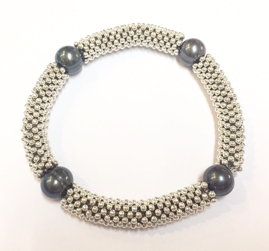 Black pearl and link bracelet