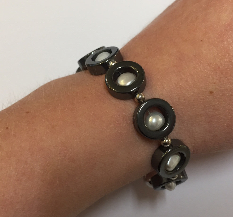 Pearl and hematite bracelet