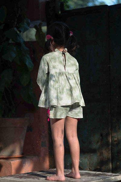 Girls organic cotton clothing set dyed using natural dye. Shorts and top set with tassels. Back tie up top.