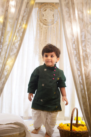 'Ghee Shakar' kurta in bottle green