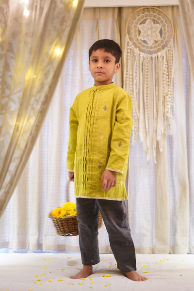 'Kaju Katli' pintuck kurta in lime green