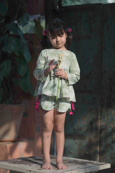 Girls organic cotton clothing set dyed using natural dye. Shorts and top set with tassels.