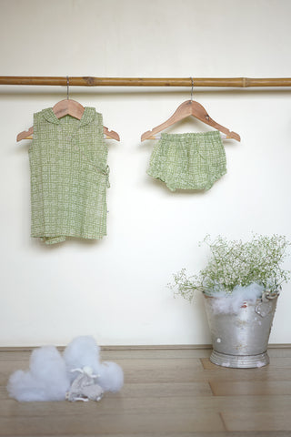 'Grin like a Cheshire cat' sleeveless jhabla and bloomers set in green floral - (0-6 months)
