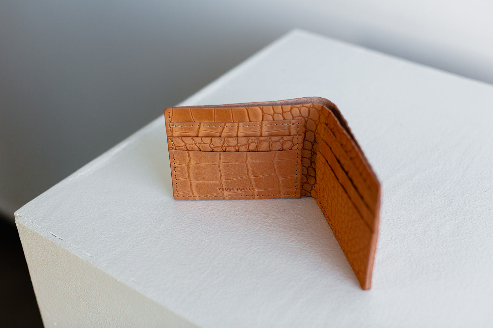 BILLFOLD WALLET - UNDYED NATURAL CROC EMBOSS