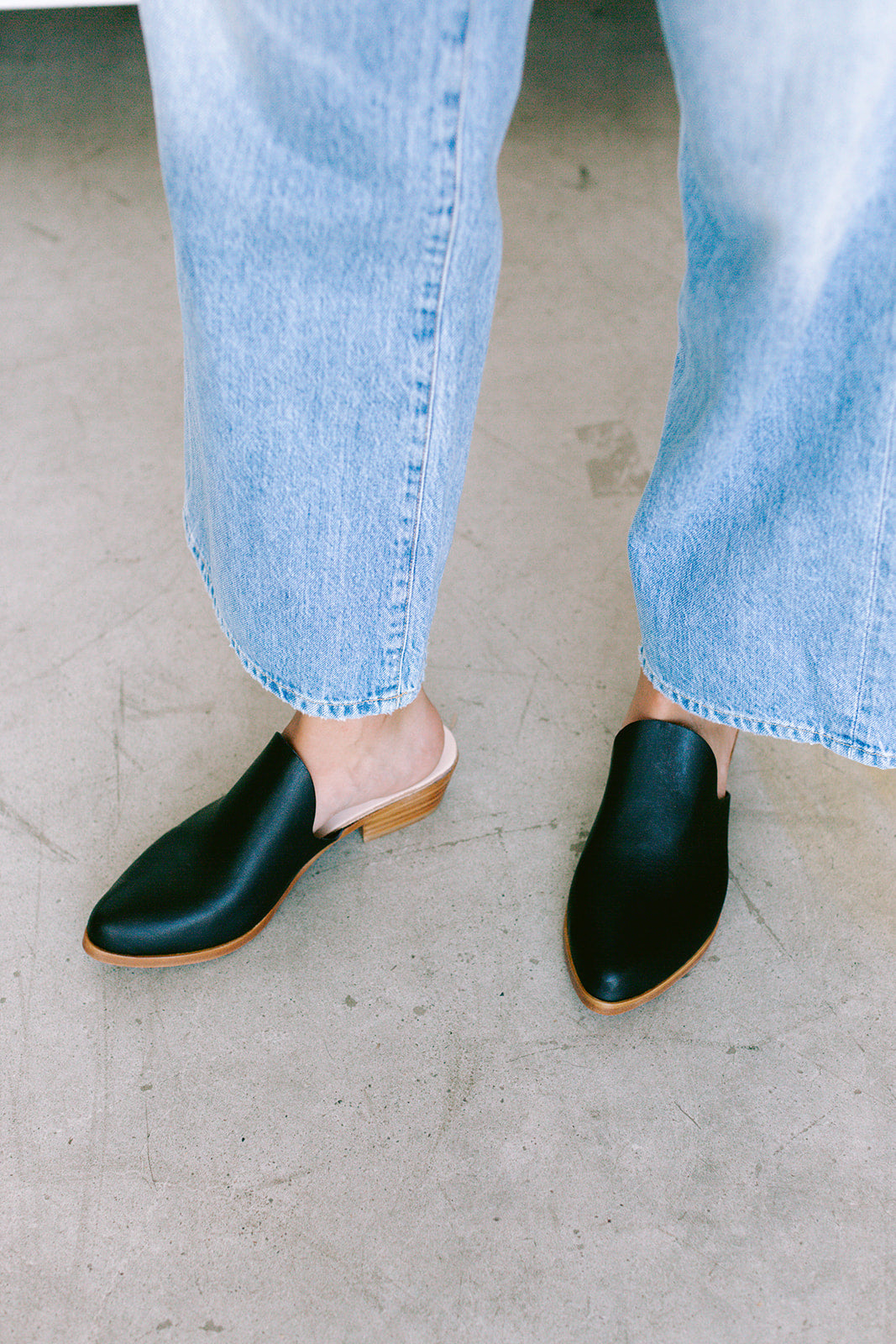 TJ x SEVILLA SMITH MULE - BLACK