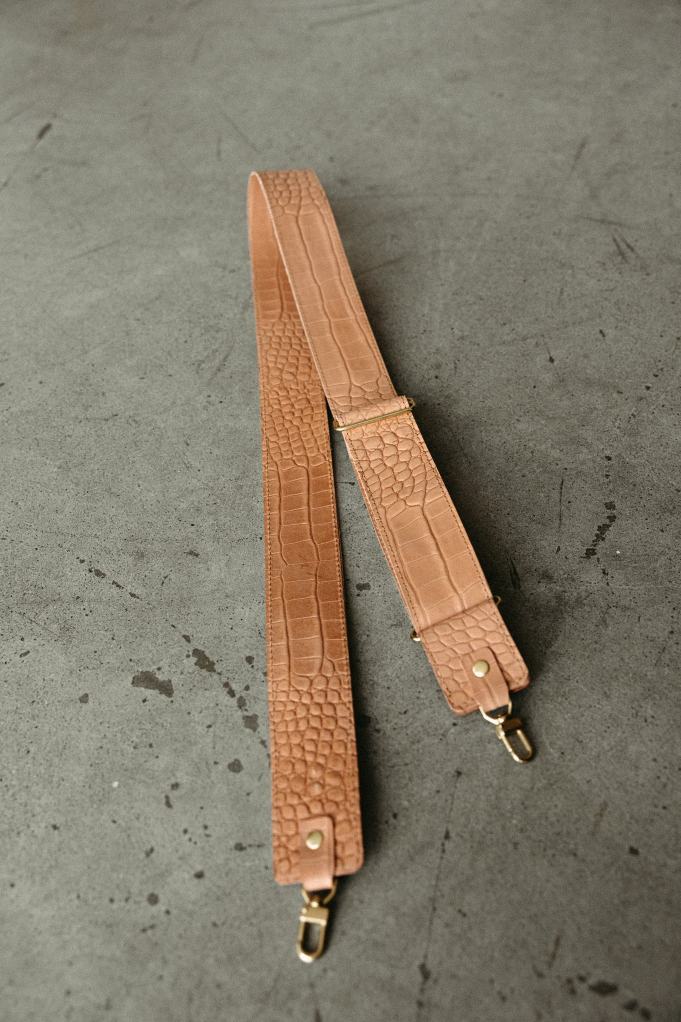 "2"" DETACHABLE CROSSBODY STRAP - NATURAL CROC"