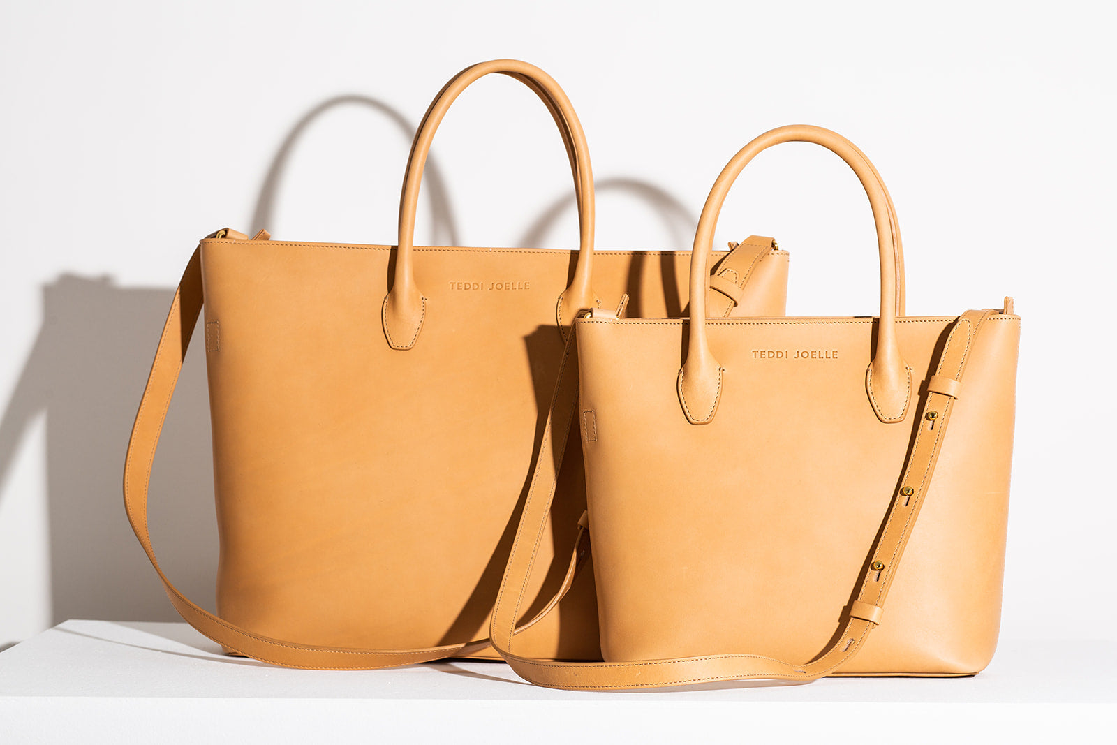 ZIPPER ESSENTIALS TOTE - NATURAL