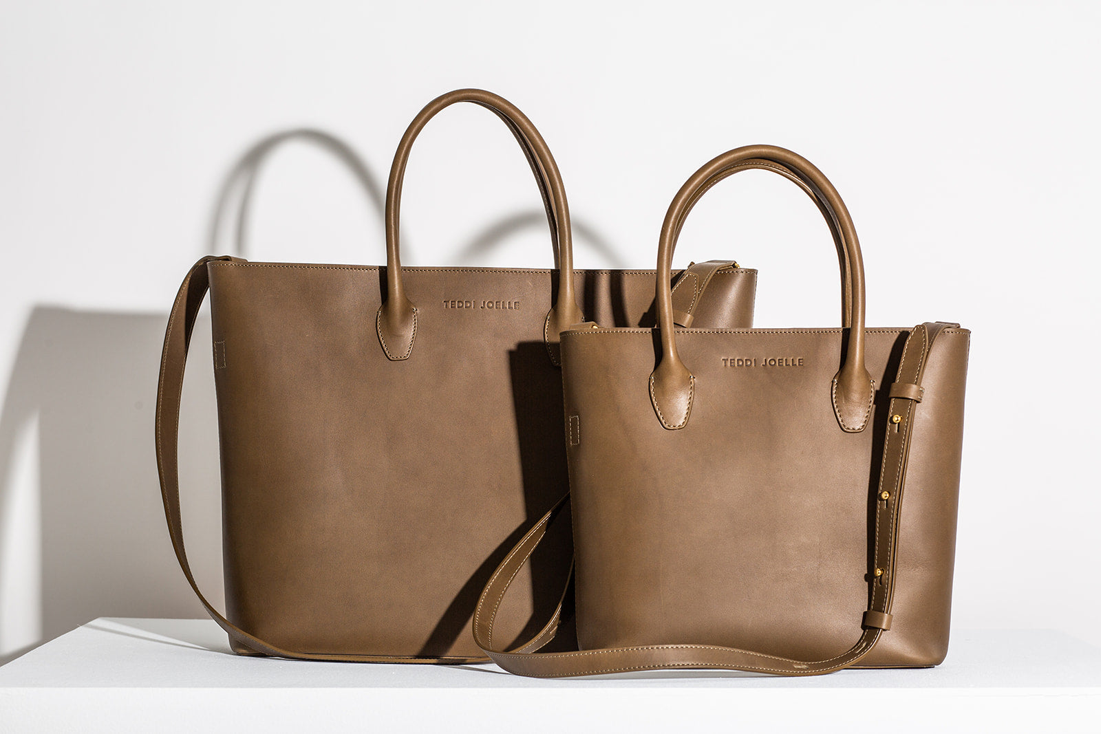 LAST CHANCE: ZIPPER ESSENTIALS TOTE - OLIVE