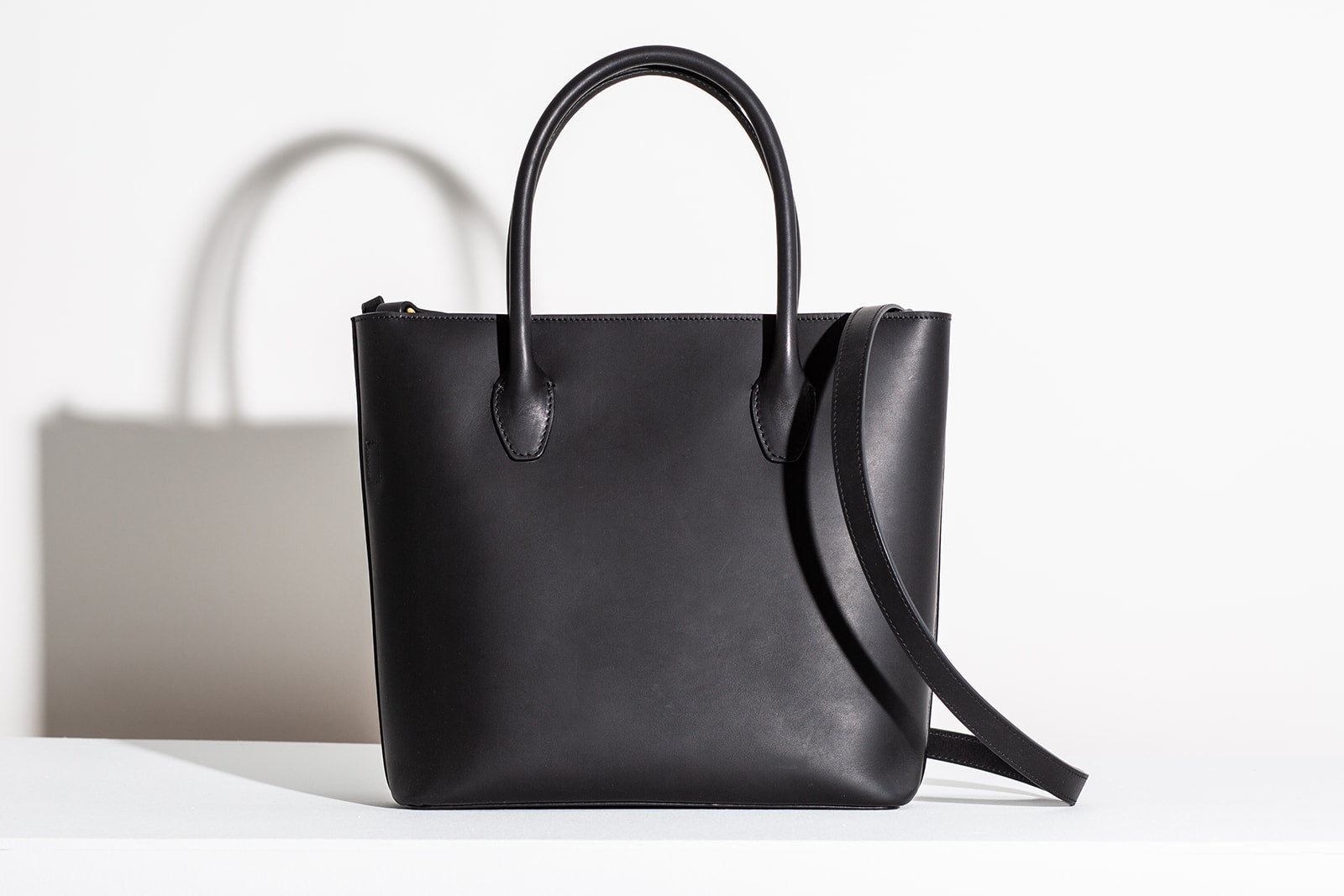 MINI ZIPPER ESSENTIALS TOTE - BLACK