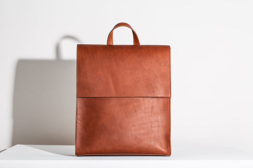 MINIMALIST BACKPACK - COGNAC