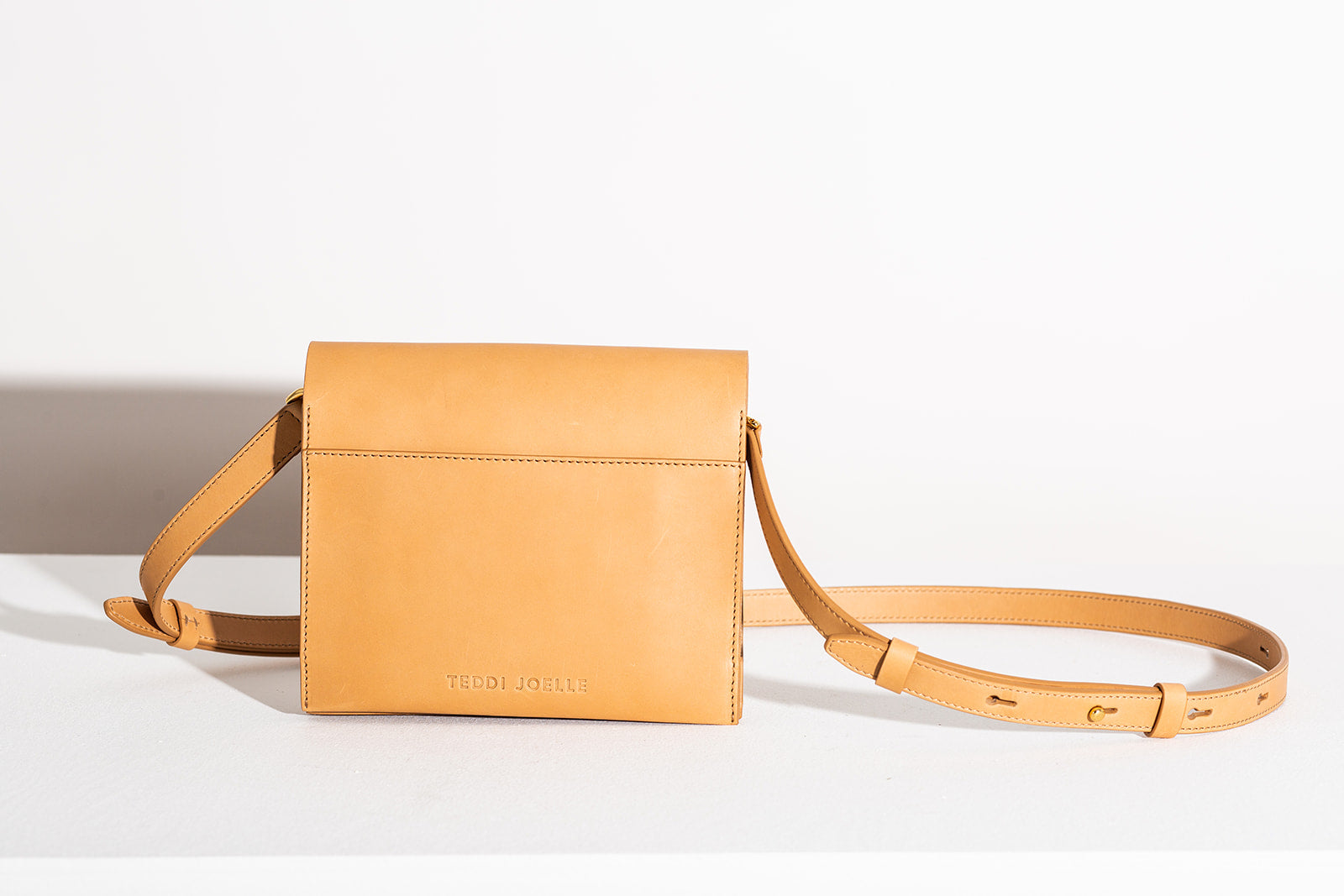 LAST CHANCE: CLASSIC CROSSBODY - NATURAL