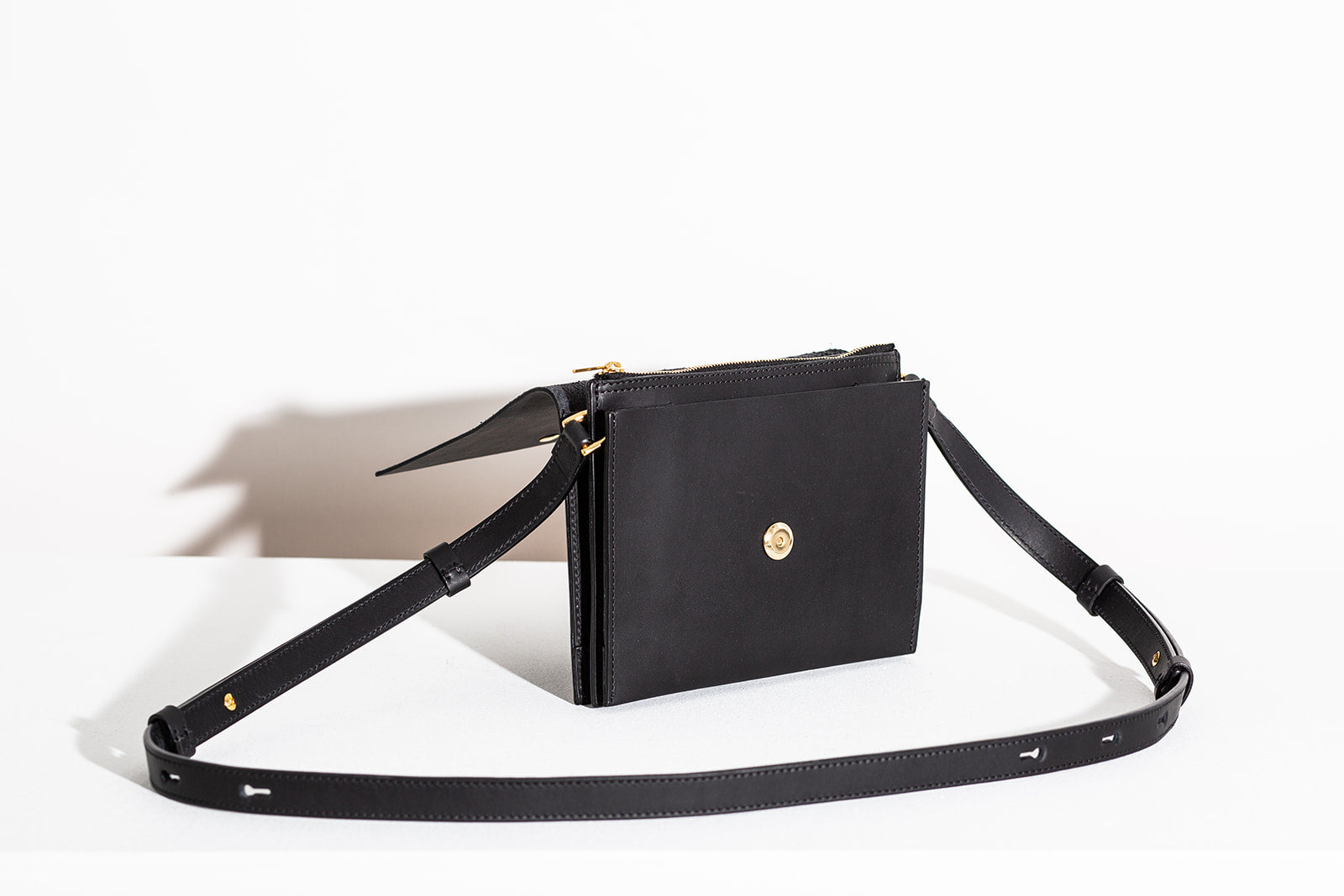 Last Chance: CLASSIC CROSSBODY - BLACK