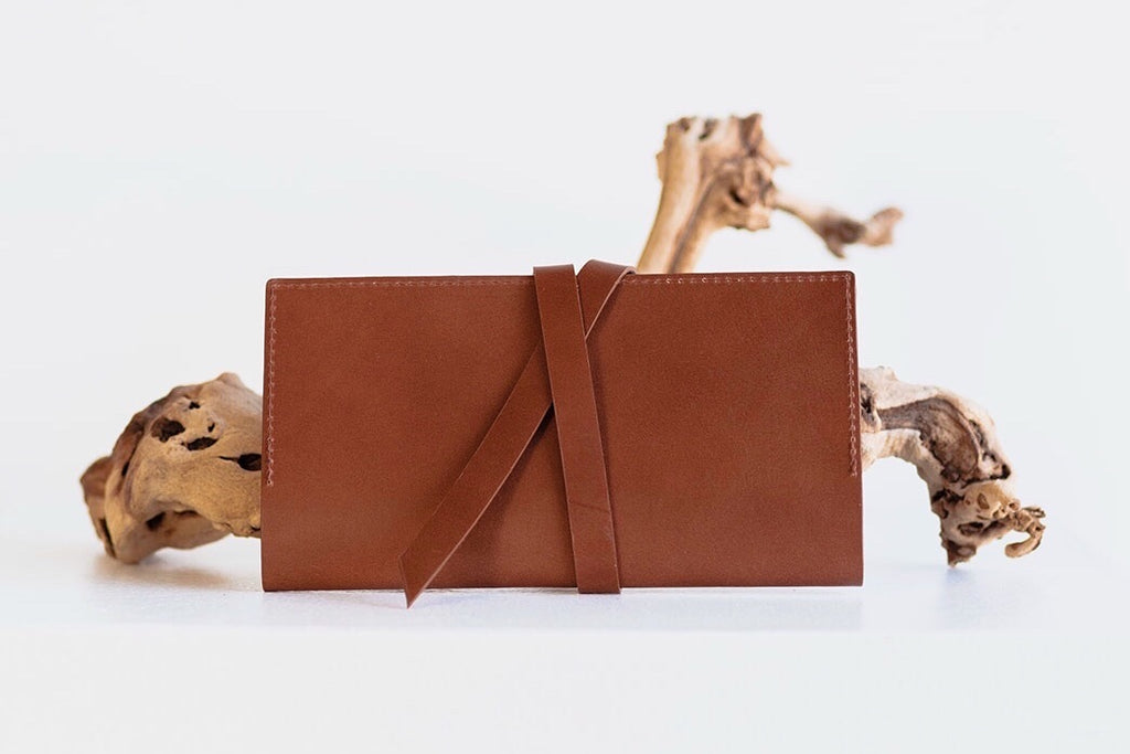ESSENTIALS WRAP WALLET - BROWN
