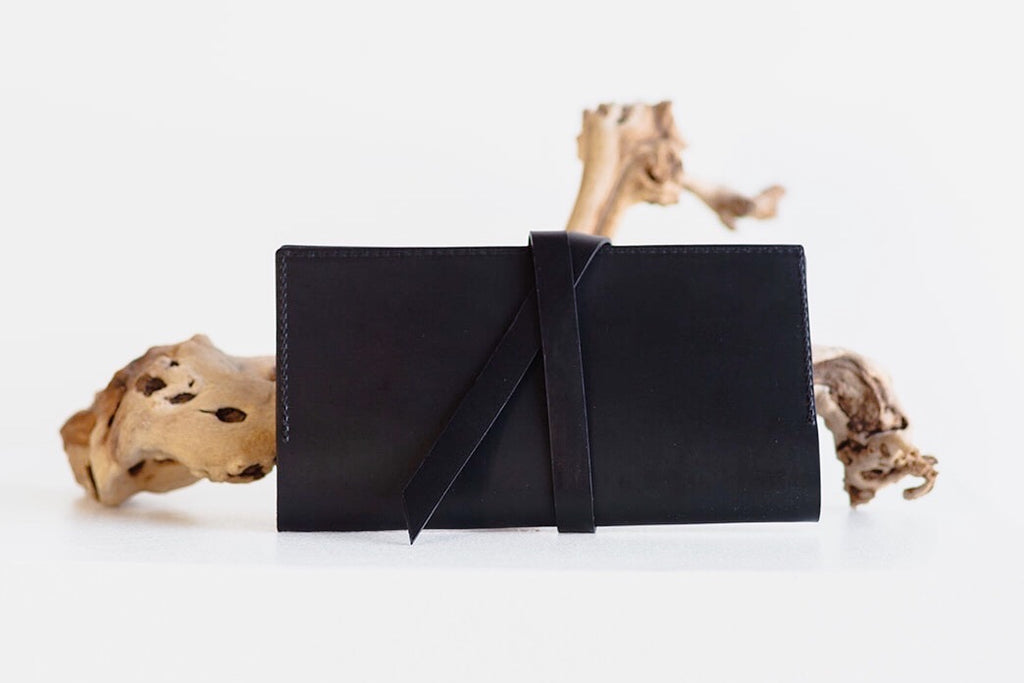 ESSENTIALS WRAP WALLET - BLACK