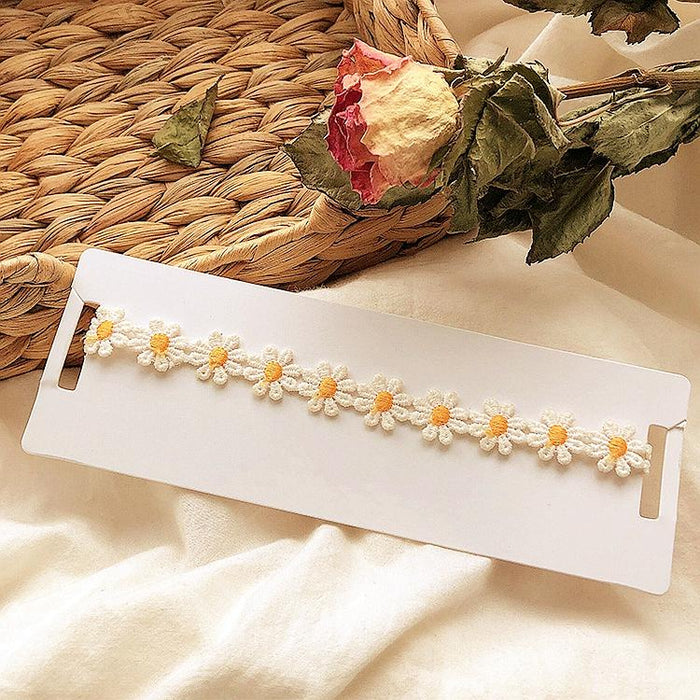 Daisy lace flower necklace
