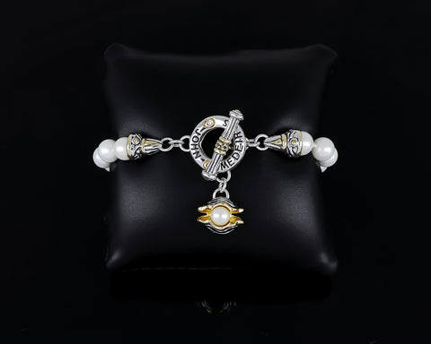"Ocean Images Collection ""Pearl in Shell"" String of Knotted Pearls Bracelet"