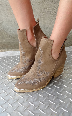 OUTLAW BOOTIE BROWN