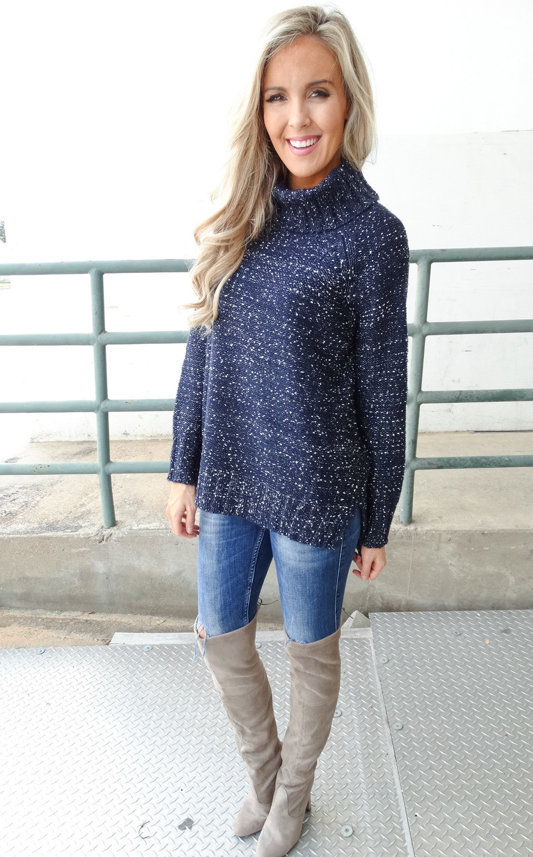 CITY NIGHTS SWEATER - NAVY