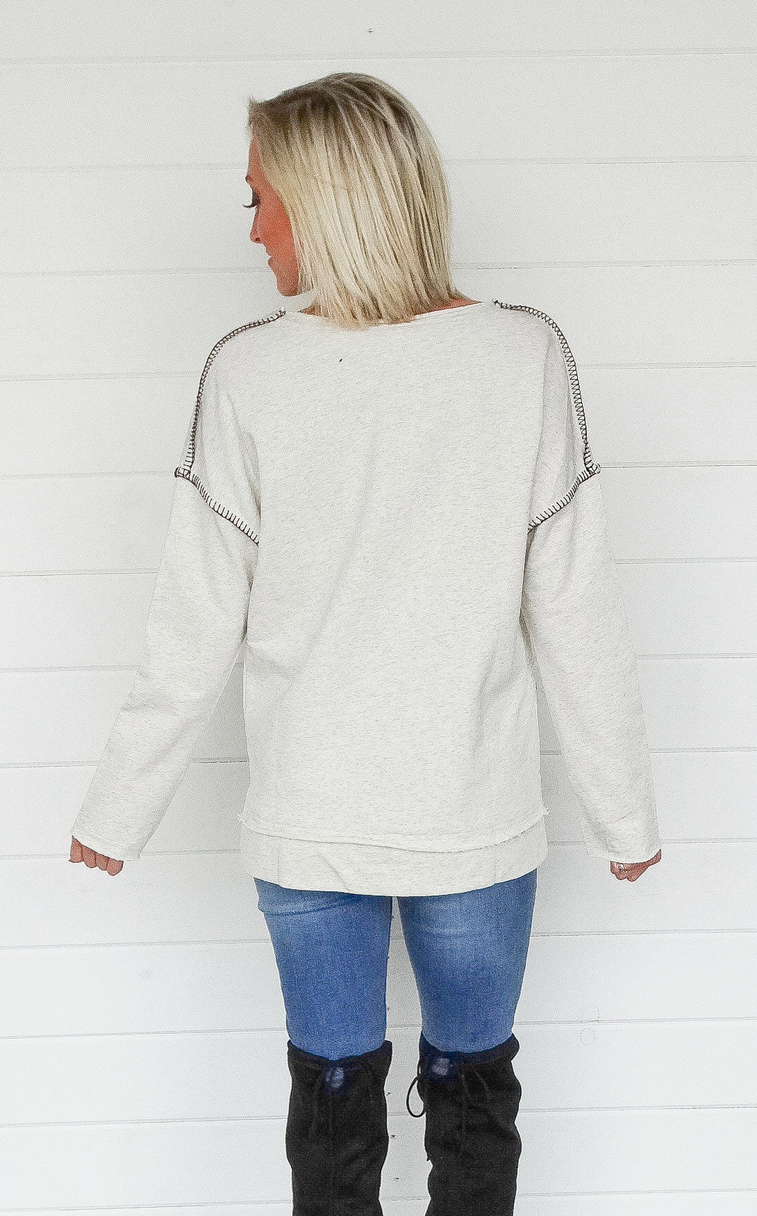 STITCHED SWEATSHIRT