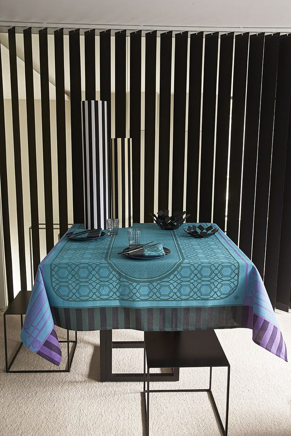 Palais Royal Tablecloth, Placemats, Napkins & Runners