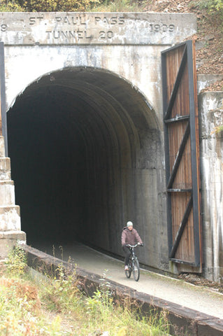 biking hiawatha trail montana tunnel