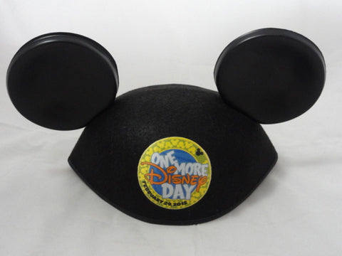 Disney Disneyland LE 2000 One More Day Leap Day Year 2012 Mickey Mouse Ears Hat