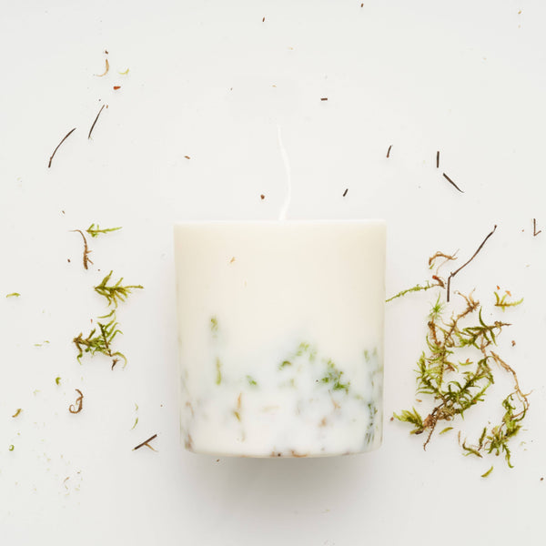 the MUNIO - Moss Candle - shop now at be pure