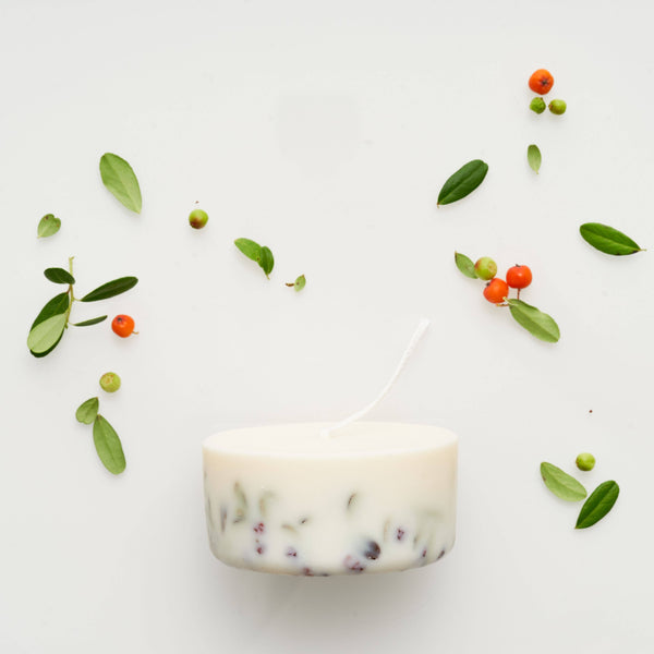 the MUNIO - Ashberry and Bilberry Leaves Mini Candle - shop now at be pure