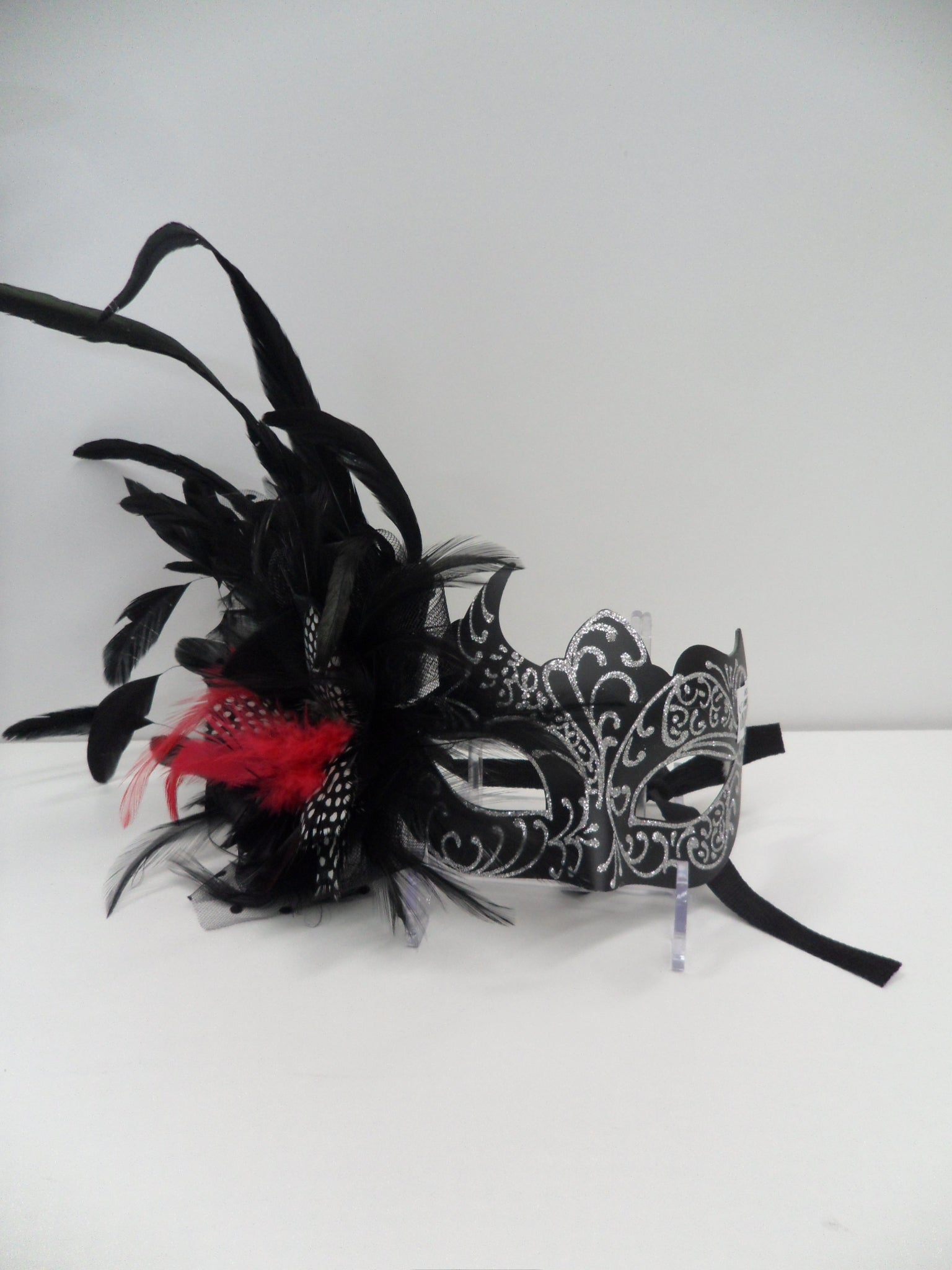 MK83 - Black mask with Feather & Glitter  CLEARANCE HALF PRICE OFF PRICE BELOW